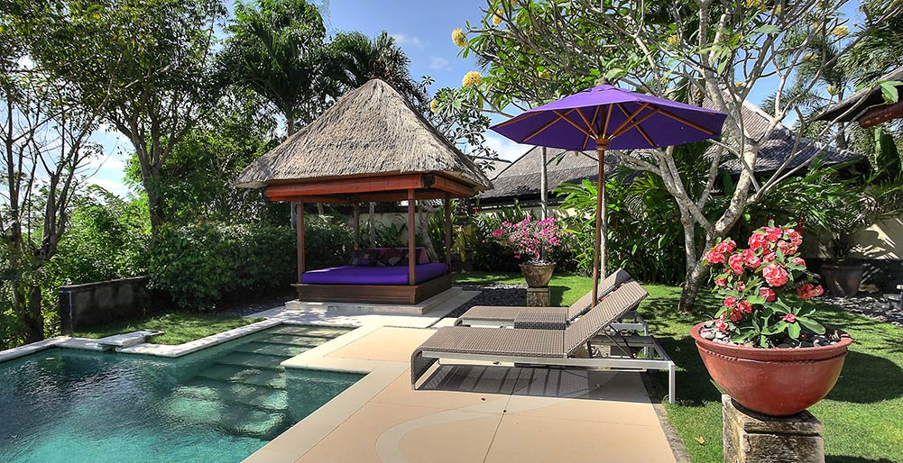 Villa Bulan Madu - Pool and garden